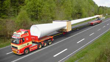 Three-axle semi-trailer truck of Goldhofer AG